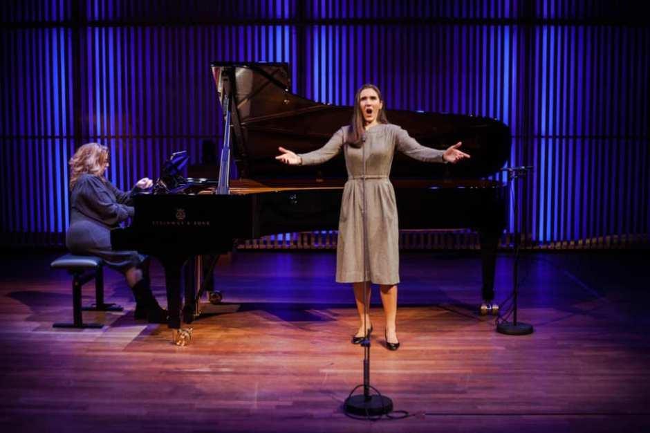 Adanya Dunn, Mezzo-Soprano Nathalie Doucet, Piano Photo: Francoise Bolechowski